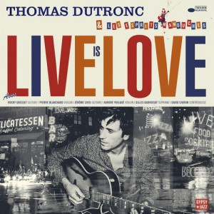 """Afficher """"Live is love"""""""