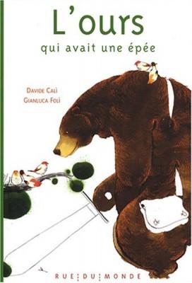 """Afficher """"L'ours qui avait une épée"""""""