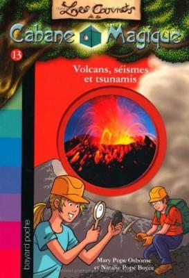"""Afficher """"Les carnets de la cabane magique n° 13Volcans, séismes et tsunamis"""""""