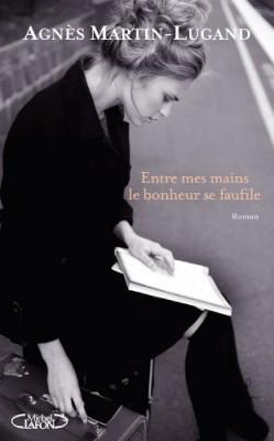 vignette de 'Entre mes mains le bonheur se faufile (Agnès Martin-Lugand)'