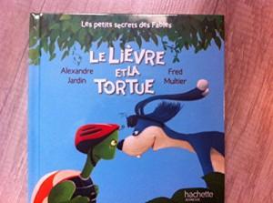 """Afficher """"Les petits secrets des fables n° 1<br /> Le lièvre et la tortue"""""""