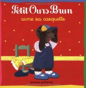 "Afficher ""PETIT OURS BRUN n° 4 AIME SA CASQUETTE"""