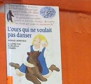 """Afficher """"L'ours qui ne voulait pas danser"""""""
