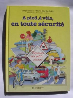 """Afficher """"A pied, à vélo, en toute sécurité"""""""